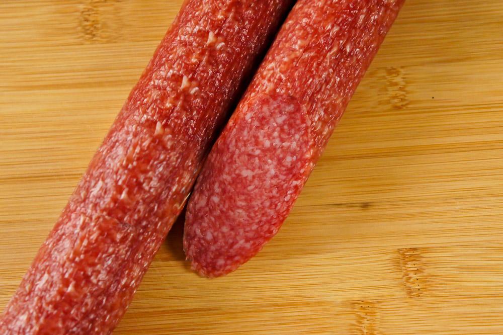 Колбаса сырокопченая престижная зернистая